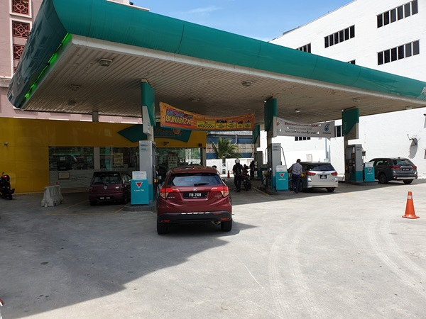 johor kpdnhep assures there is enough supply of petrol diesel