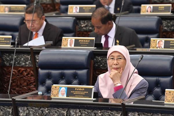 ماليزيا:الأولوية لتوظيف المواطنين قبل اللاجئين