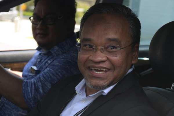 378a7d5f5a BERNAMA.com - RM90 Million issue  Nasharudin hands over documents on ...